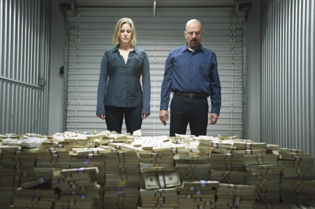 Skyler and Walt look at a huge stack of cash